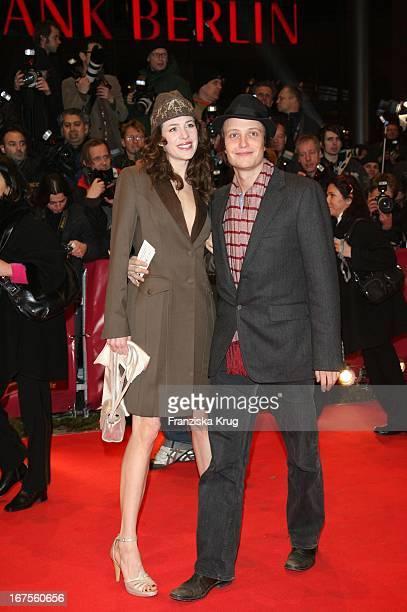 Julia Malik Und August Diehl Bei Der Eröffnung Der 57 Internationalen Berlinale Mit Dem Film La Vie En Rose In Berlin