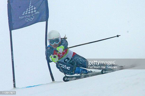 Julia Mancuso of the United States skis down the hill during the first run of ladies giant slalom at the Turin 2006 Winter Olympic Games in Sestriere...