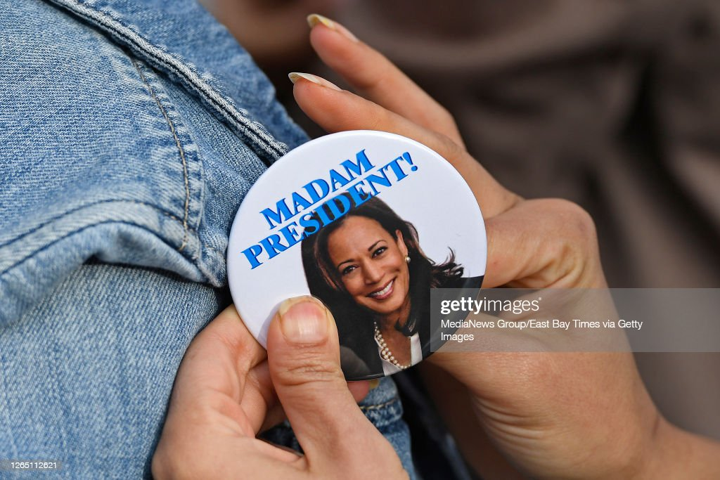Julia Martinez Of San Diego Pins A U S Senator Kamala Harris News Photo Getty Images