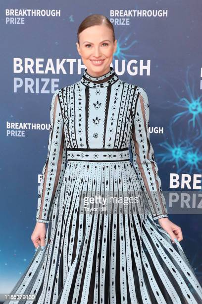 Julia Milner attends the 2020 Breakthrough Prize Ceremony at NASA Ames Research Center on November 03 2019 in Mountain View California
