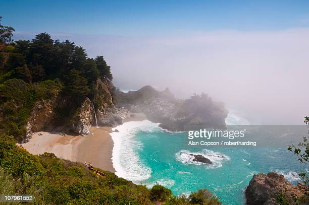 julia pfeiffer burns state park, mcway waterfall, highway 1, california, united states of america, north america - amérique du nord photos et images de collection