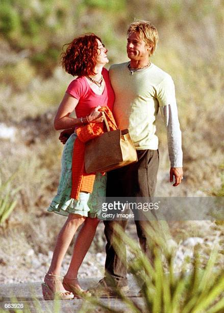 Julia Roberts and Brad Pitt on the set of their upcoming film The Mexican June 7 2000 in Jean NV It was reported July 27 2000 that Pitt and the...