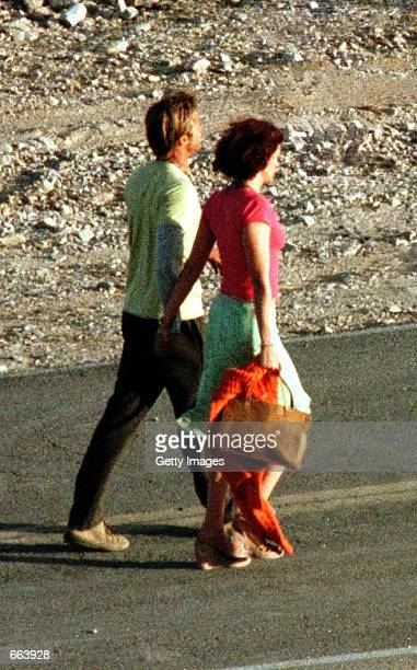 Julia Roberts and Brad Pitt on the set of their upcoming film The Mexican June 7 2000 in Jean NV It was reported that Pitt will Marry actress...