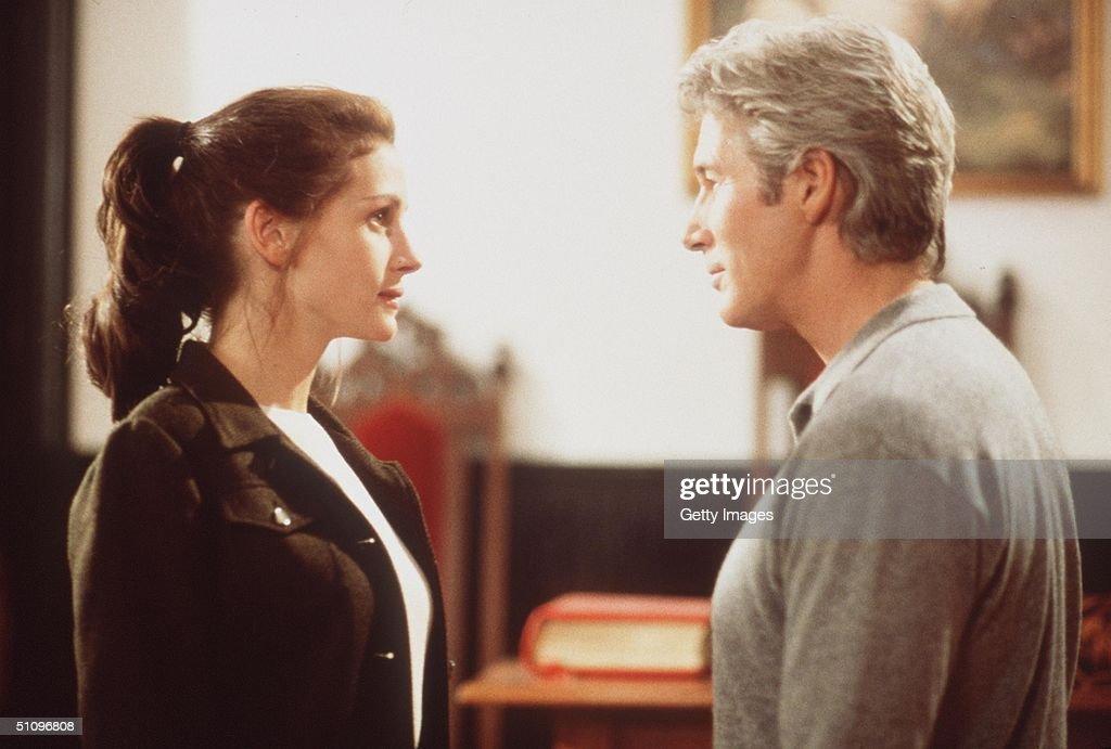 Julia Roberts (As Maggie Carpenter Aka The Runaway Bride And Richard Gere (As Journali : News Photo
