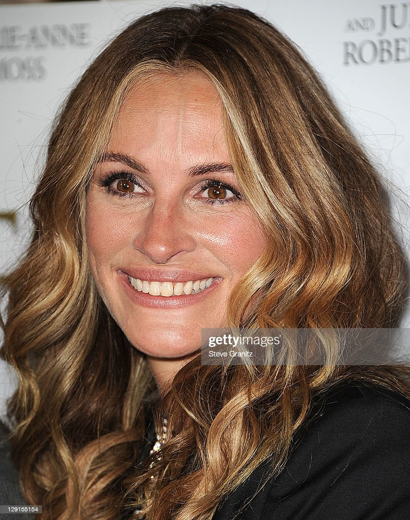 Julia Roberts arrives at the \'Fireflies In The Garden\' Los Angeles ...