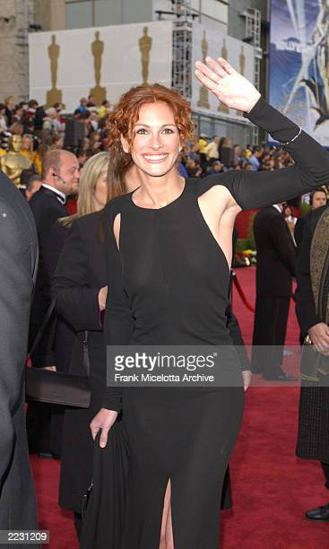 Julia Roberts arrives for the 74th Annual Academy Awards held at the Kodak Theatre in Hollywood Ca March 24 2002