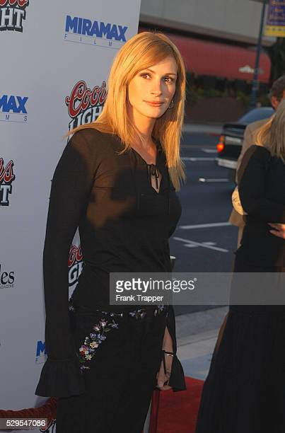 Julia Roberts arriving at the premiere of Full Frontal