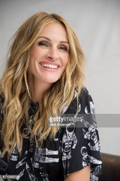 """Julia Roberts at the """"Wonder"""" Press Conference at the Langham Hotel on November 5, 2017 in London, England."""