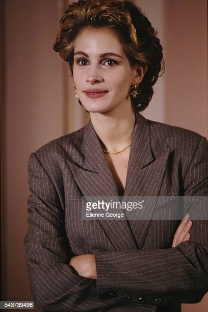 Julia Roberts on the set of the film PrêtàPorter directed by American director Robert Altman