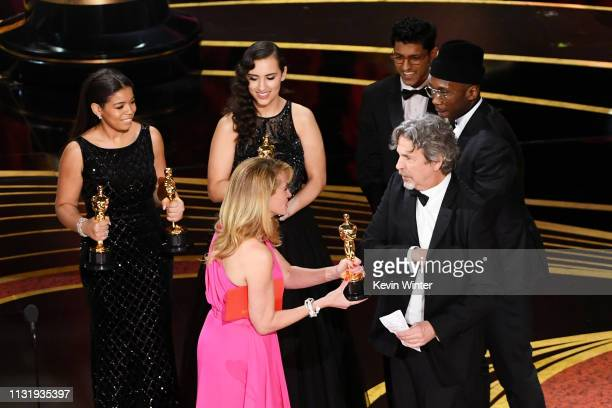 Julia Roberts presents the Best Picture award for 'Green Book' to Peter Farrelly and Mahershala Ali onstage during the 91st Annual Academy Awards at...