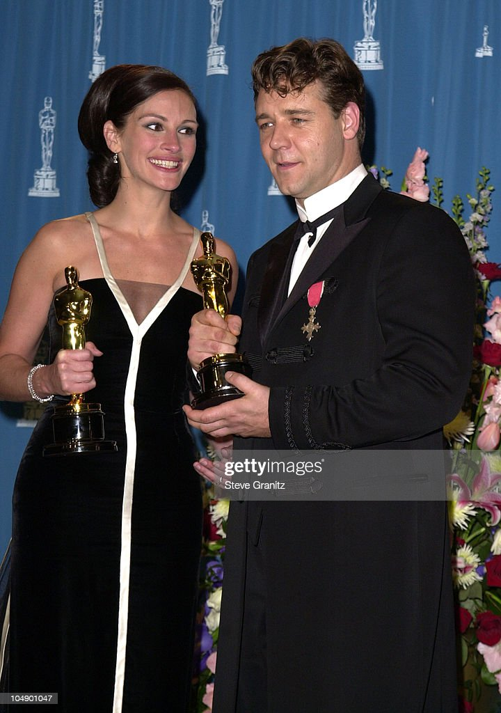 Julia Roberts & Russell Crowe during The 73rd Annual ...
