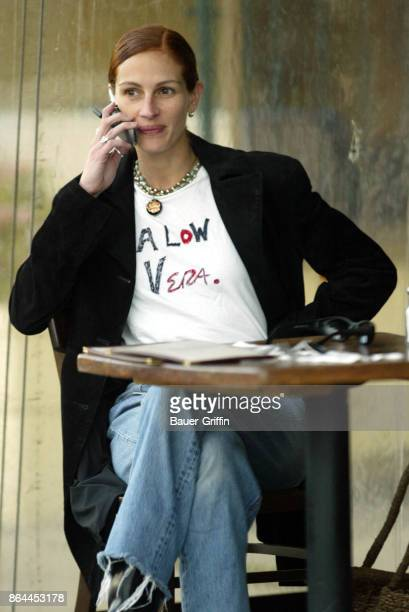Julia Roberts stops for a coffee at The King's Road Cafe in West Hollywood March 22 2002