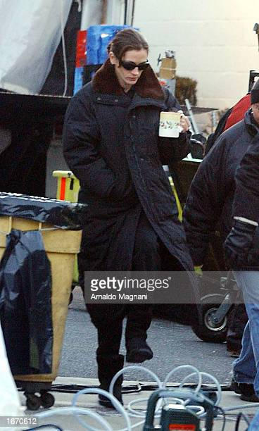 Julia Roberts walks on the set of her new movie 'Mona Lisa' in Yonkers New York