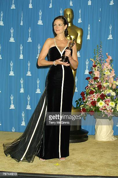 Julia Roberts winning Best Actress for her role Erin Brockovich 2001 Vincent Zuffante_Star File