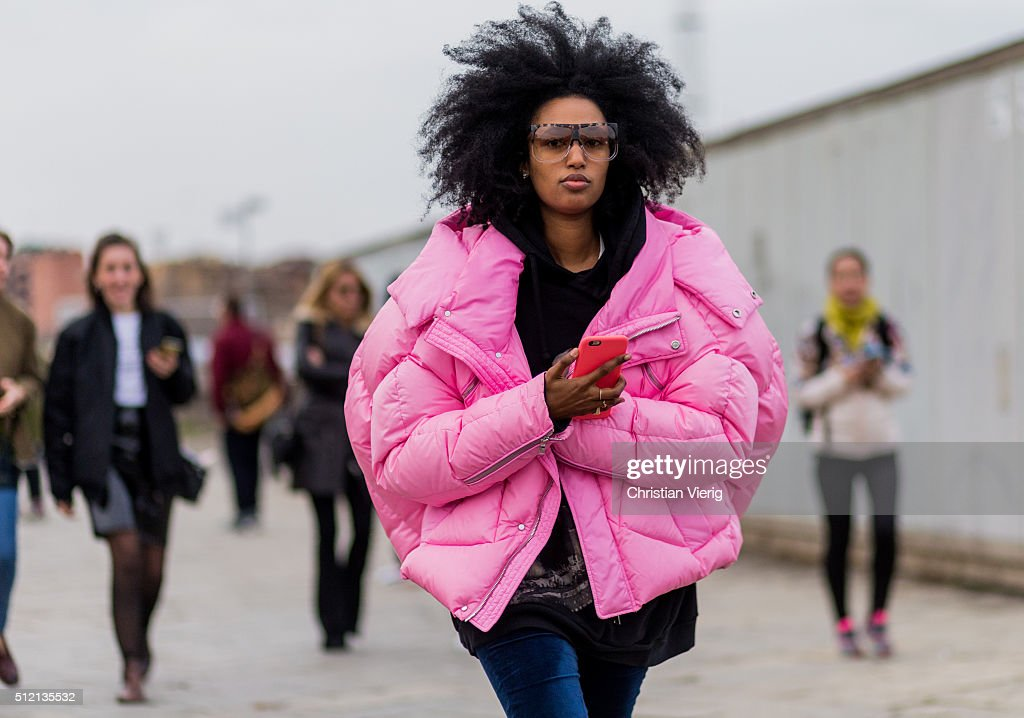 Street Style: February 24 - Milan Fashion Week Fall/Winter 2016/17 : News Photo