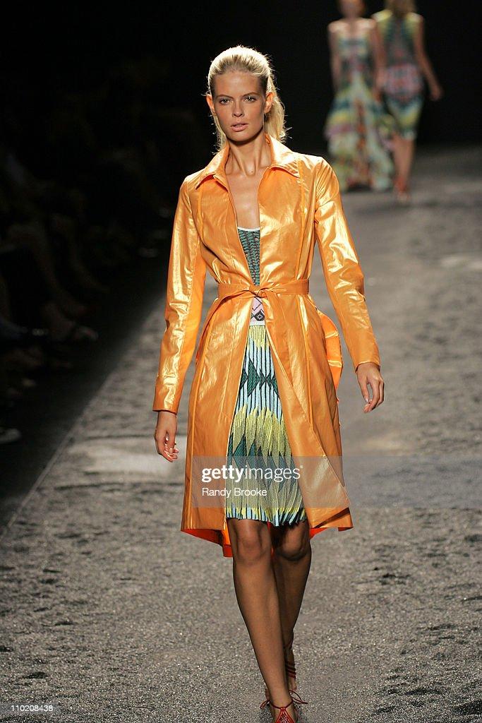 Olympus Fashion Week Spring 2005 - Zac Posen - Runway : News Photo