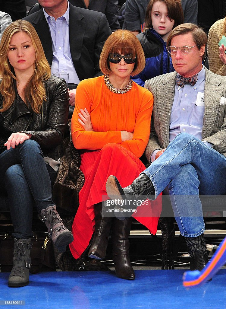 Celebrities Attend The Chicago Bulls VS New York Knicks : Fotografía de noticias