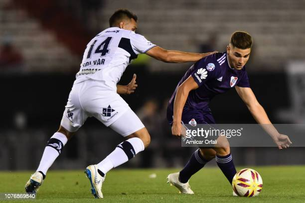 Julian Alvarez of River Plate drives the ball during a match between River Plate and Gimnasia y Esgrima La Plata as part of Superliga 2018/19 at...