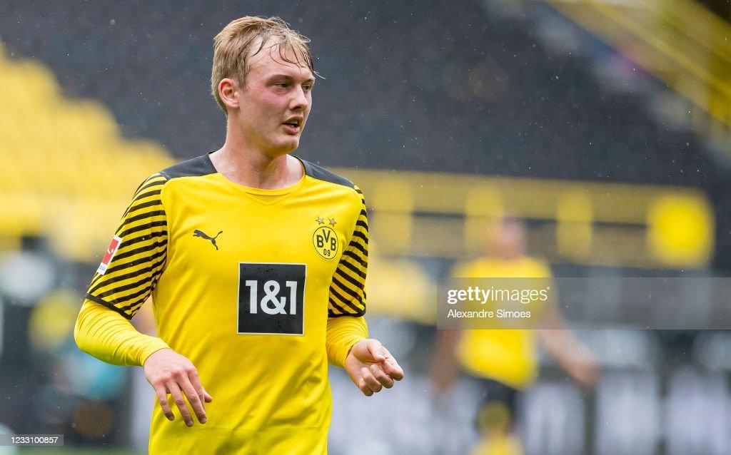 Borussia Dortmund v Bayer 04 Leverkusen - Bundesliga : ニュース写真