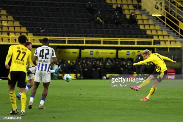 Julian Brandt of Borussia Dortmund scores his team's first goal during the Bundesliga match between Borussia Dortmund and Hertha BSC at Signal Iduna...
