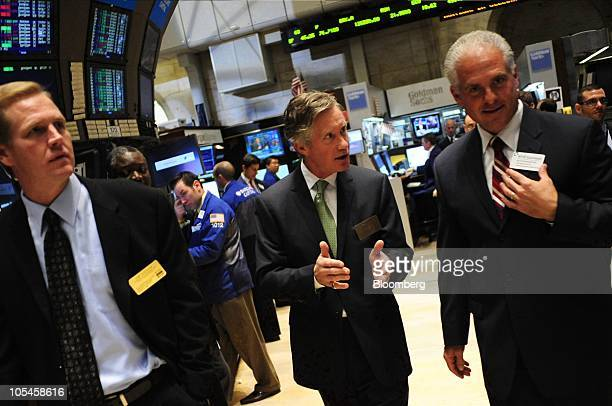 Julian Day chief executive officer of RadioShack Corp center talks to traders on the floor of the New York Stock Exchange after the opening bell in...