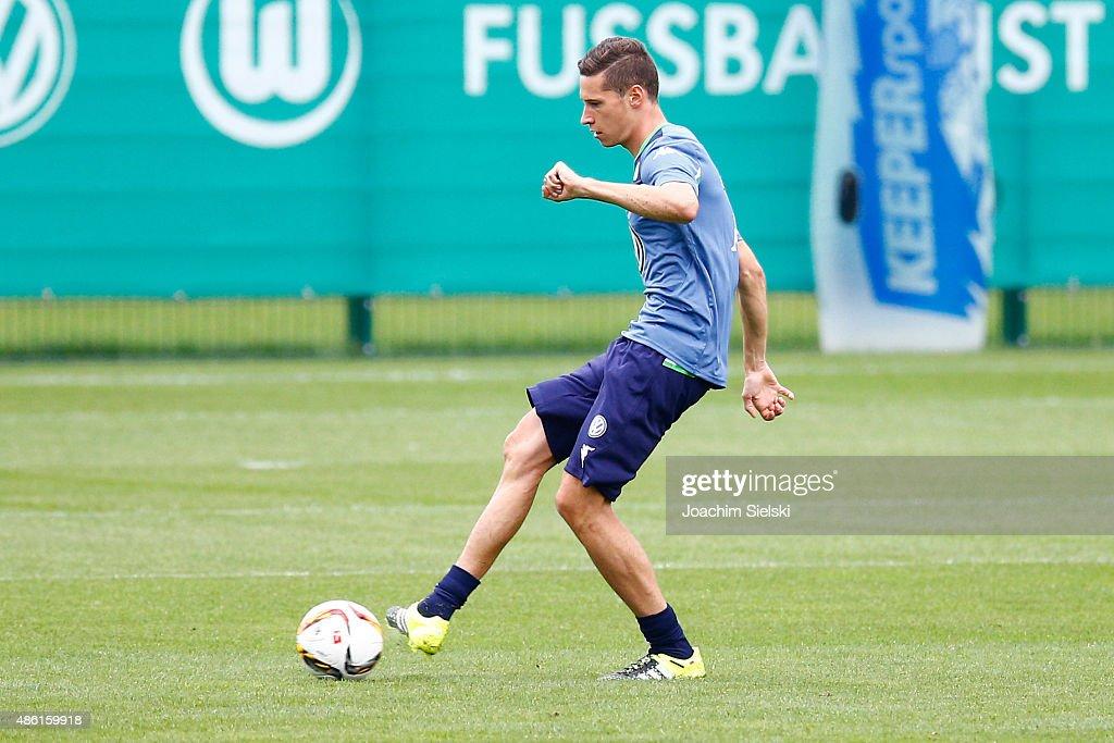VfL Wolfsburg Training With Julian Draxler And Dante : News Photo