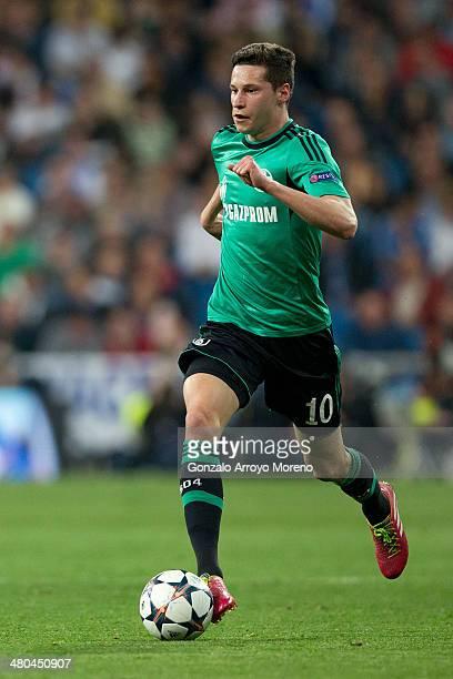 Julian Draxler of FC Schalke 04 controls the ball during the UEFA Champions League Round of 16 second leg match at Estadio Santiago Bernabeu on March...