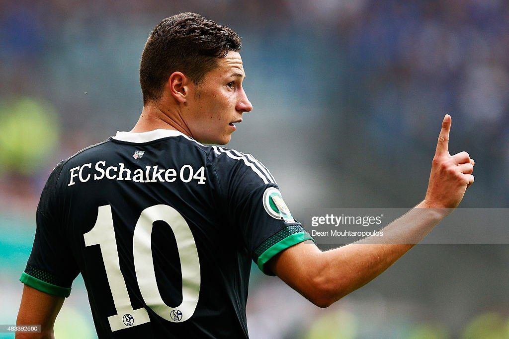 Julian Draxler of FC Schalke 04 signals to a team mate during the DFB Cup match between MSV Duisburg and FC Schalke 04 held at Schauinsland-Reisen-Arena on August 8, 2015 in Duisburg, Germany.