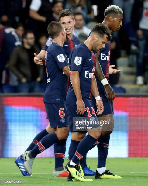 Julian Draxler of Paris SaintGermain celebrate his goal with teammattes during the French Ligue 1 match between Paris Saint Germain and AS Saint...