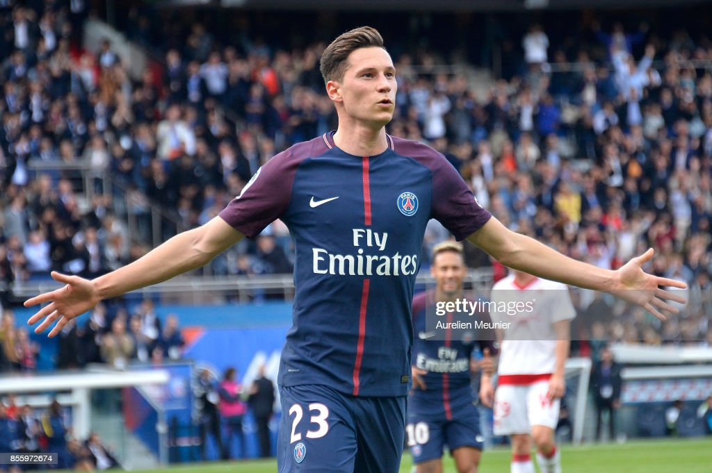 Julian Draxler of Paris Saint-Germain reacts after scoring during the Ligue 1 match between Paris Saint Germain and FC Girondins de Bordeaux at Parc des Princes on September 30, 2017 in Paris, .