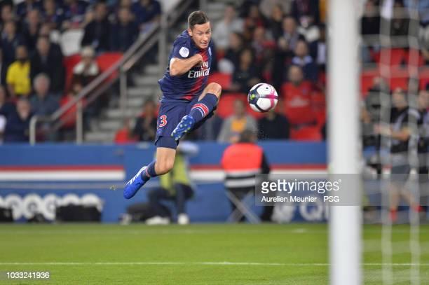Julian Draxler of Paris Saint-Germain shoots on target during the French Ligue 1 match between Paris Saint Germain and AS Saint Etienne on September...