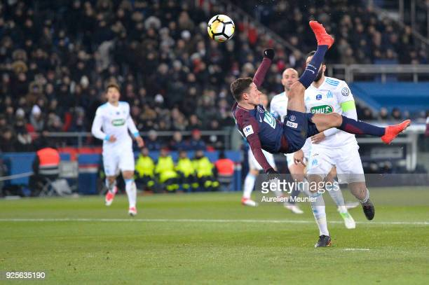 Julian Draxler of Paris SaintGermain tries an overhead kick during the French Cup match between Paris SaintGermain and Olympique de Marseille at Parc...