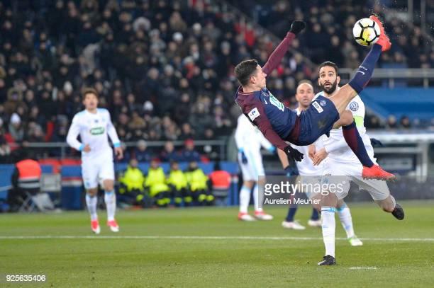 Julian Draxler of Paris SaintGermain tries an overhead kick during the French Cup match between Paris SaintGermain and Olympique de Marseille at Parc...