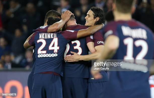 Julian Draxler of PSG celebrates scoring the 7th goal with Edinson Cavani and teammates during the Ligue 1 match between Paris Saint Germain and AS...