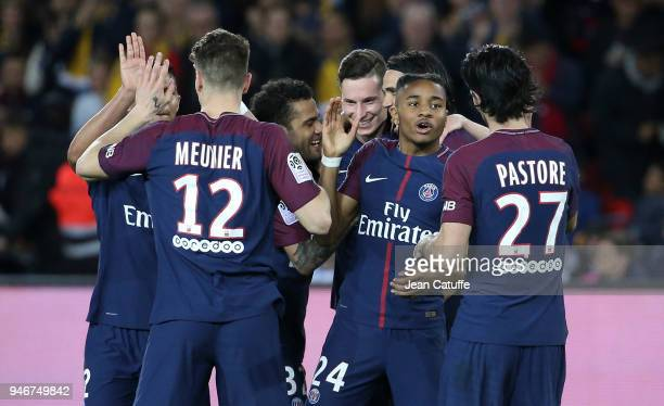 Julian Draxler of PSG celebrates scoring the 7th goal with teammates during the Ligue 1 match between Paris Saint Germain and AS Monaco at Parc des...