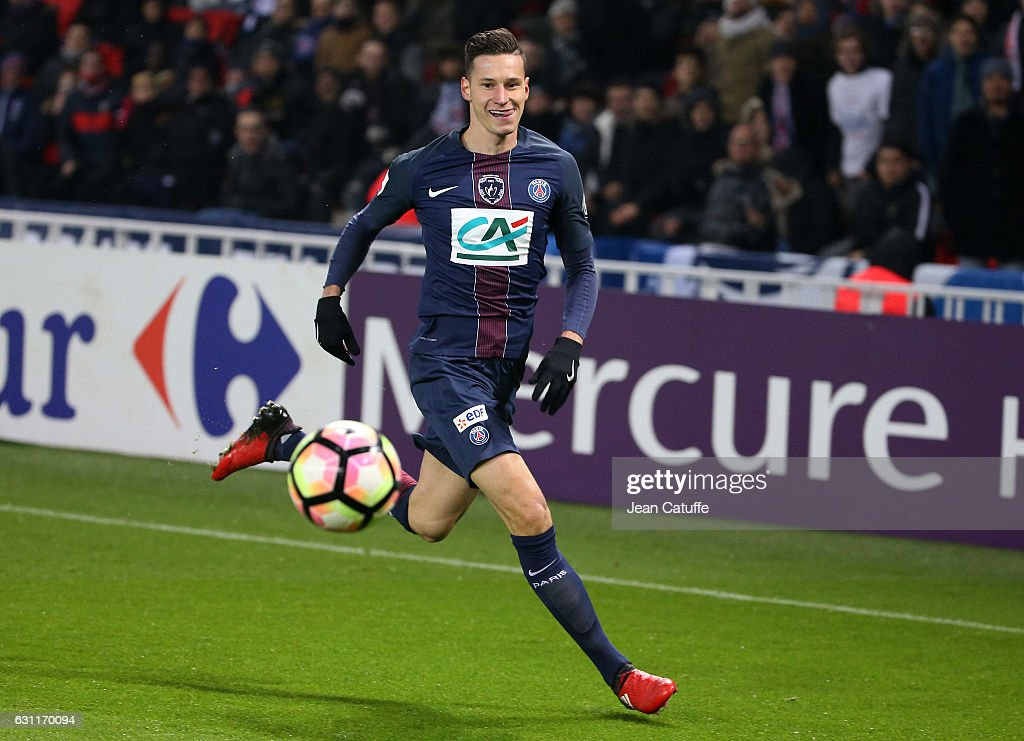 Julian Draxler of PSG in action during the French Cup match between Paris Saint-Germain and SC Bastia at Parc des Princes on January 7, 2017 in Paris, France.