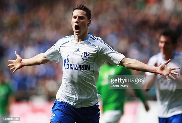 Julian Draxler of Schalke celebrates after scoring his team's first goal during the Bundesliga match between SV Werder Bremen and FC Schalke 04 at...