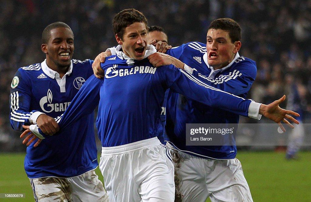 FC Schalke 04 v 1. FC Nuernberg - DFB Cup : ニュース写真
