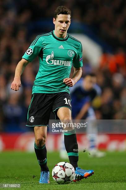 Julian Draxler of Schalke controls the ball during the UEFA Champions League Group E match between Chelsea and FC Schalke 04 at Stamford Bridge on...