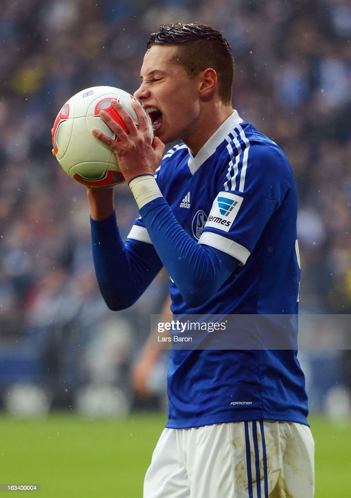 Julian Draxler of Schalke reacts during the Bundesliga match between FC Schalke 04 and Borussia Dortmund at Veltins-Arena on March 9, 2013 in Gelsenkirchen, Germany.