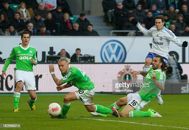 Julian Draxler of Schalke scores his team's first goal during the Bundesliga match between VfL Wolfsburg and FC Schalke 04 at Volkswagen Arena on...
