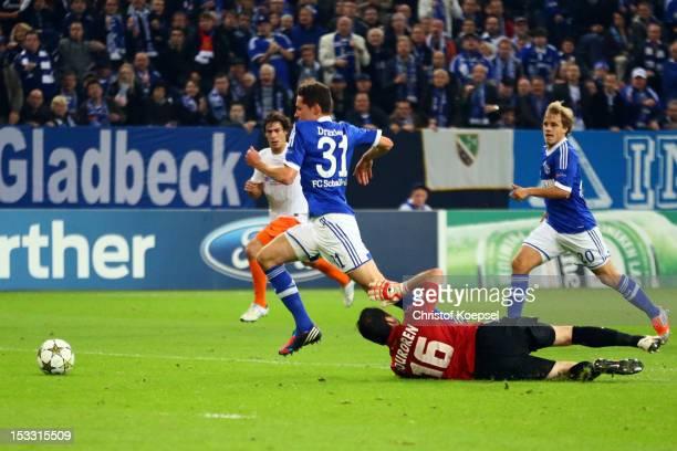 Julian Draxler of Schalke scores the first goal against Geoffrey Jourdren of Montpellier during the UEFA Champions League group B match between FC...