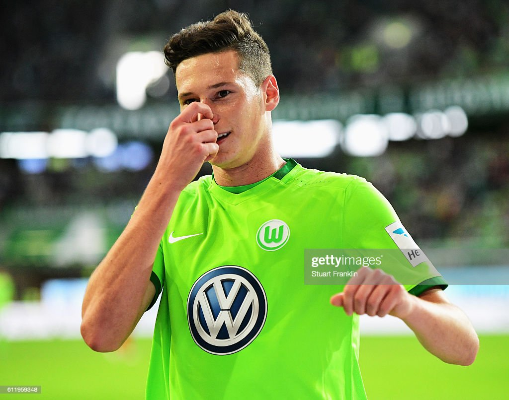 Julian Draxler of Wolfsburg reacts to a missed chance during the Bundesliga match between VfL Wolfsburg and 1. FSV Mainz 05 at Volkswagen Arena on October 2, 2016 in Wolfsburg, Germany.