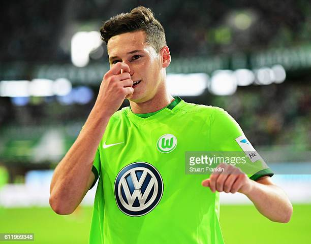 Julian Draxler of Wolfsburg reacts to a missed chance during the Bundesliga match between VfL Wolfsburg and 1 FSV Mainz 05 at Volkswagen Arena on...