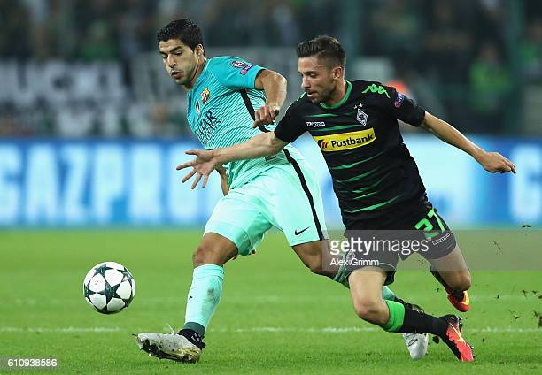 Julian Korb of Borussia Moenchengladbach battles for the ball with Luis Suarez of Barcelona during the UEFA Champions League group C match between...
