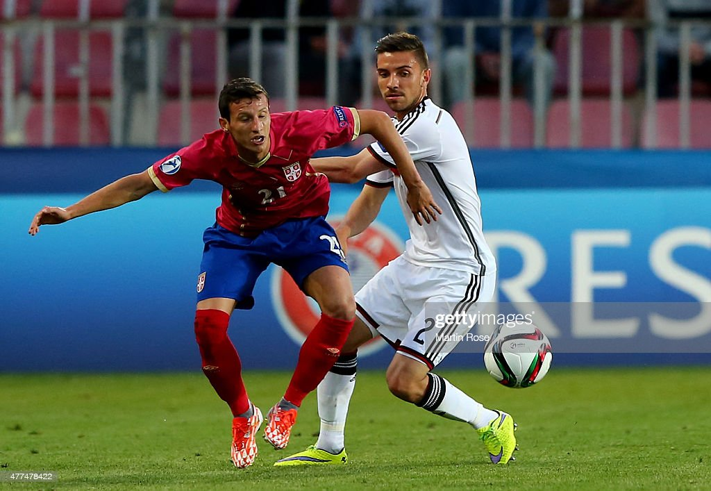 Julian Korb (R) of Germany and Slavoljub Srnic of Serbia battle for the ball during the UEFA European Under-21 Group A match between Germany and Serbia at Letna Stadium on June 17, 2015 in Prague, Czech Republic.