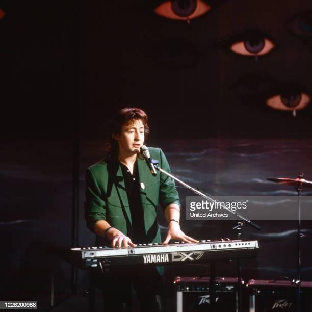 Julian Lennon Sohn von John Lennon und Cynthia Powell singt bei der 27 Grammy Awards Verleihung in Hollywood USA