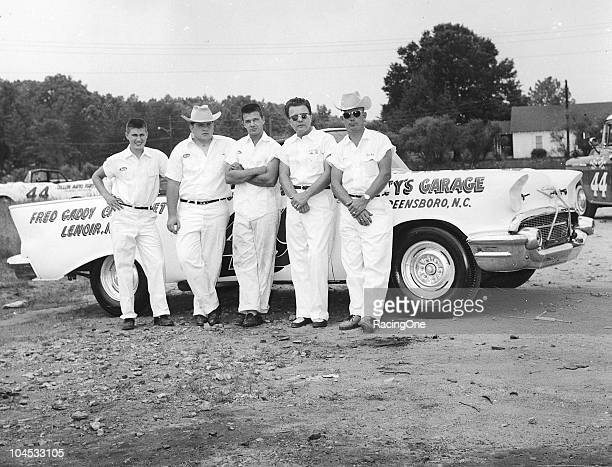Julian Petty RichardÕs uncle poses with driver Bob Welborn and crew with the Pettyowned 1957 Chevrolet that Welborn drove to his third straight...