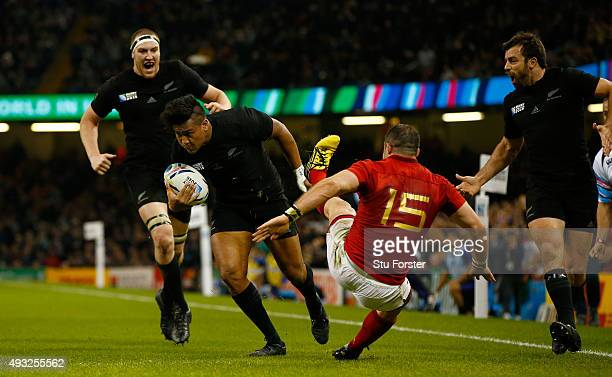 Julian Savea of the New Zealand All Blacks rushes through to score his second try his team's fourth try during the 2015 Rugby World Cup Quarter Final...