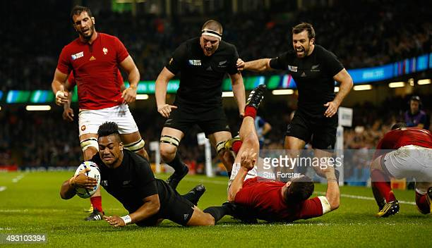 Julian Savea of the New Zealand All Blacks scores his second try, his team's fourth try, during the 2015 Rugby World Cup Quarter Final match between...